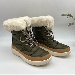 Sperry Bearing Plushwave Boots in Olive 9.5 M